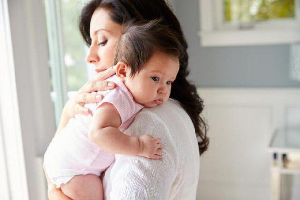 Відрижка у новонародженого: чому це трапляється і як поводитись батькам у цій ситуації?