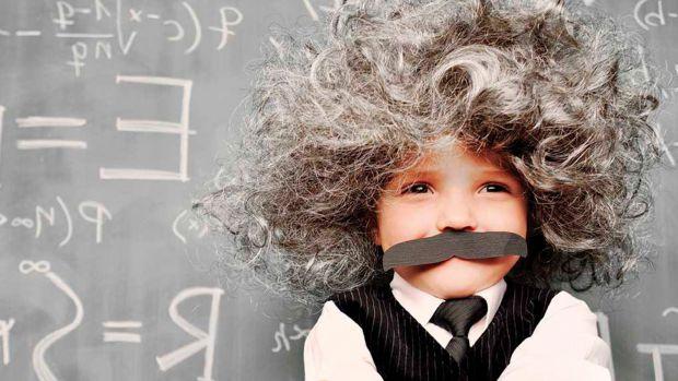 Звичайно, що дитина повинна старанно вчитися, але високий інтелект підвищує ймовірність розладів дитячої і взагалі людської психіки.