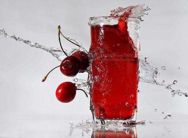 Нове дослідження підтверджує, що вживання вишневого соку двічі на день продовжує нічний сон на 90 хвилин.