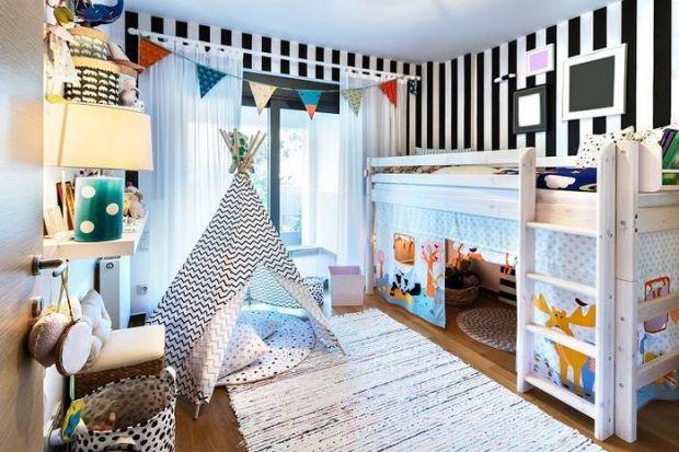 Усі батьки хочуть облаштувати дитині дитячу кімнату мрії. Батьки задаються питанням, як зробити кімнату затишною і безпечною? 7 помилок, які відбувают