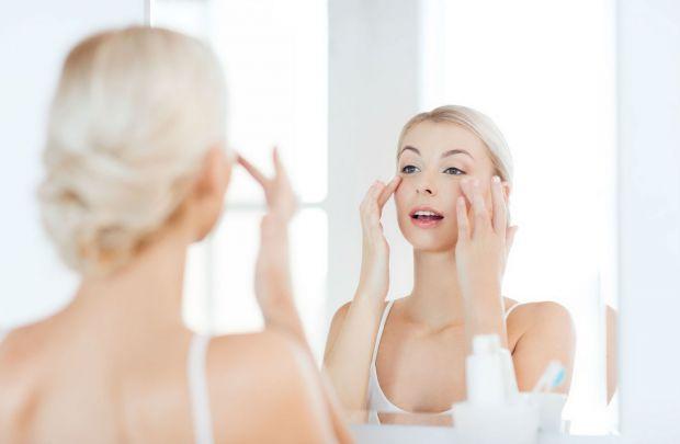 Що робити, якщо після насичених вихідних розширилися судини і опухло обличчя? Чи є особливі косметологічні процедури, які допоможуть пережити довгі св