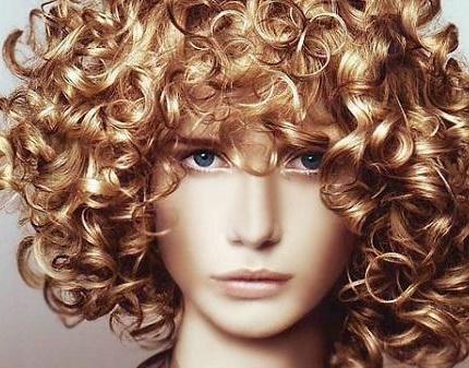 Хочете мати кучеряве волосся, але бігуді вас не рятують, а завивка у салоні не лише псує волосся, а й ваш гаманець? Не біда, ми знаємо, що вам потрібн