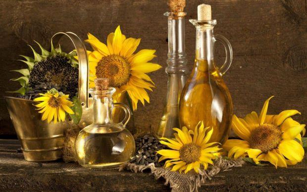 Як в побуті використати соняшникову олію - читайте у матеріалі.