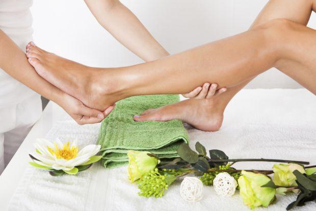 Аквапілінг - це серія косметичних засобів, які допомагають розм'якшити ділянки грубої шкіри ніг.