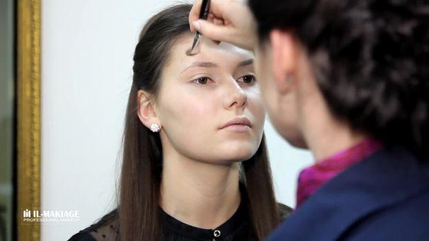 Відеоурок вечірнього макіяжу на проблемній шкірі допоможе вам знайти впевненість у собі і подарує хороший настрій.