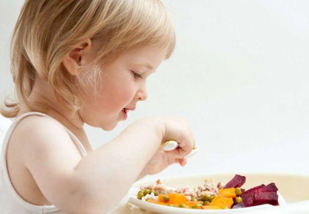 Піклуватися про правильне харчування дитини необхідно з раннього віку, адже саме зараз починають формуватися її звички в їжі. Необхідно продумати кожн