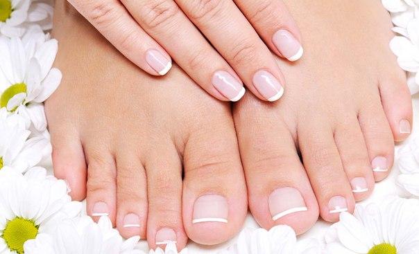 Щоб зі шкірою п'ят було легше працювати, потрібно розпарити ноги в солоній, мильній або содовій воді, а краще в поєднанні з травами і настоянками.