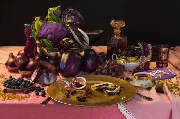 Творчий підхід до звичного харчування.Ден Баніно - італійський фотограф, який зняв серію натюрмортів Still Diet, що складається з фотографій дієт знам