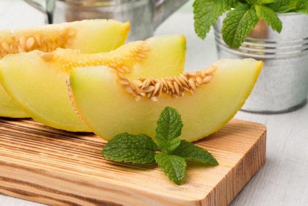 Сезон фруктів і ягід в самому розпалі, все таке смачненьке, особливо вагітним. Розповідаємо про декілька продуктів, які корисні, але непотрібно зловжи