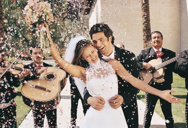Краса весілля залежить не стільки від грошей, як від оригінальності і настрою. Повинна бути присутня святкова атмосфера, тоді все буде гаразд.
