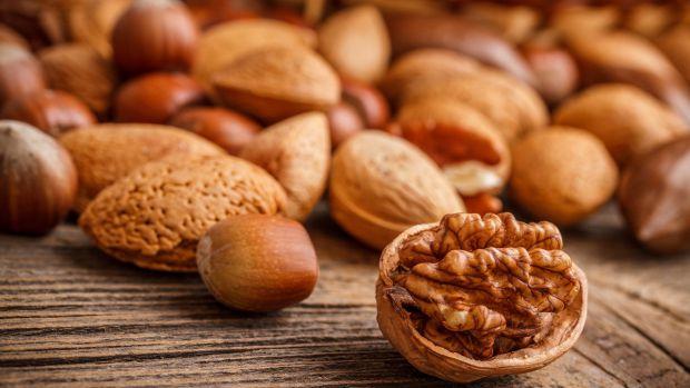 Дієтологи переконані, що горіхи роблять жінок красивішими, молодшими, стрункішими і здоровішими.