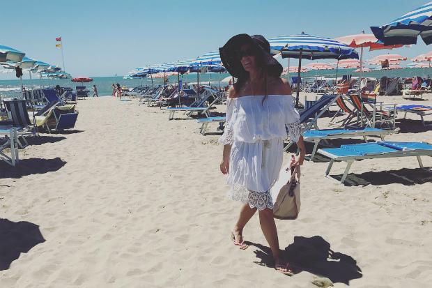 Зіркова мама проводить відпустку на побережжі Італії.