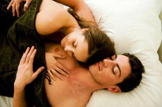 Чергове дослідження науковців Великобританії показує, що пози закоханих під час сну впливають на міцність їхніх стосунків.