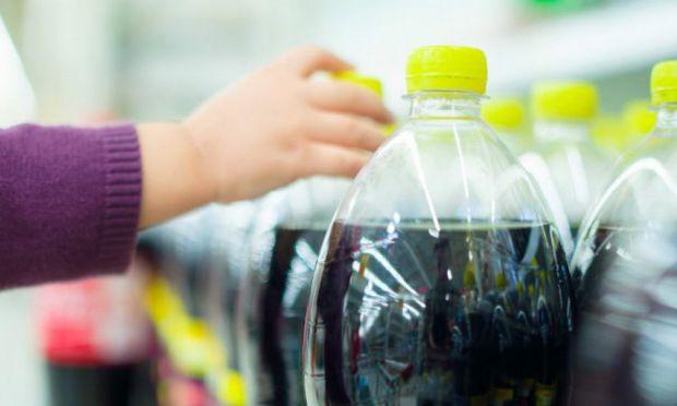 До складу всіх сучасних газованих напоїв входять концентрати, вуглекислота, велика кількість цукру або цукрозамінників. Але і це ще не все... Солодкі