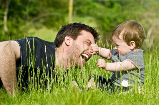 Психологи стверджують, що діти більше слухають татусів, аніж мам.