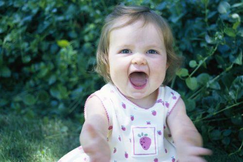 Молоді батьки повинні знати, що доглядати за носиком новонародженого потрібно щодня. Носові проходи в дитини дуже вузькі, тому в них легко застряють п