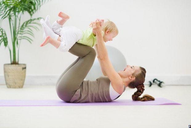Вправи для матусь та дітейЯкщо у вас мала дитина, то це ще не привід відмовлятись від занять спортом. Долучайте до таких занять і вашу дитину. Детальн