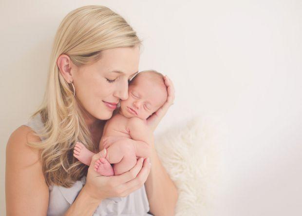 Прийнято думати, що вагітність і пологи надають значне навантаження на організм, а в перші місяці і навіть роки після народження малюка молода мама з