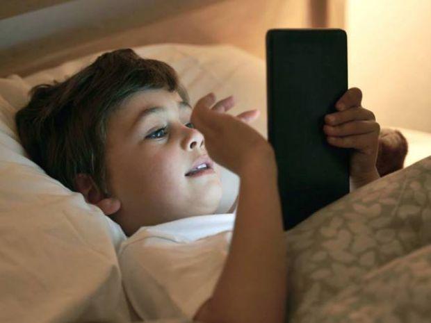 Бессонница приводит к различным трудностям не только у детей, но и в их родителей - ведь они часто не могут нормально спать, просыпаются через своих д