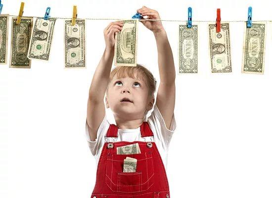 Академіки з Інституту психології, який знаходиться в Каліфорнії, запевняють, що діти виростають егоїстами через необмежений доступу до грошей.