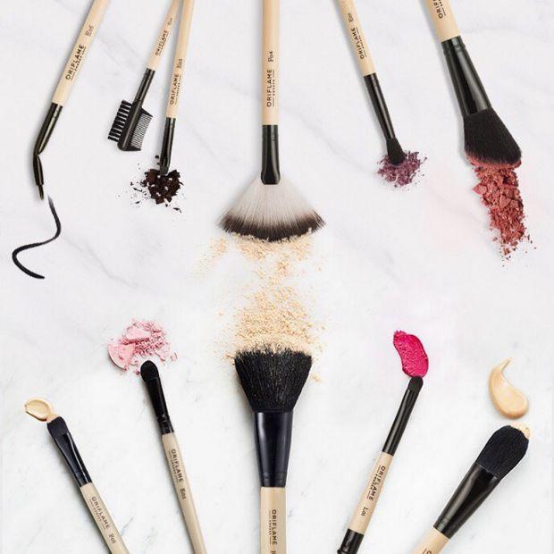 Варто очищати інструменти для макіяжу, особливо для рідких текстур після кожного застосування, навіщо - читайте далі.