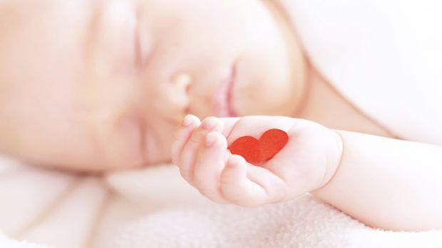 Серцеві хвороби спочатку можуть протікати непомітно і проявитися лише в старшому віці. Існує кілька ознак, які вказують на проблеми з серцем.