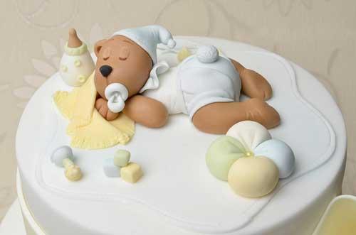 Малюки обожнюють солодощі. І свята теж. А як вона радіють, коли у них - день народження! Тому