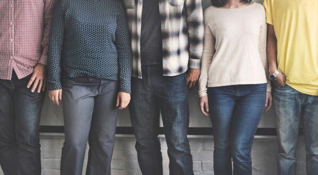 У матеріалі наведені топ-3 речі з гардеробу, які краще не носити жінкам після 40-ка.