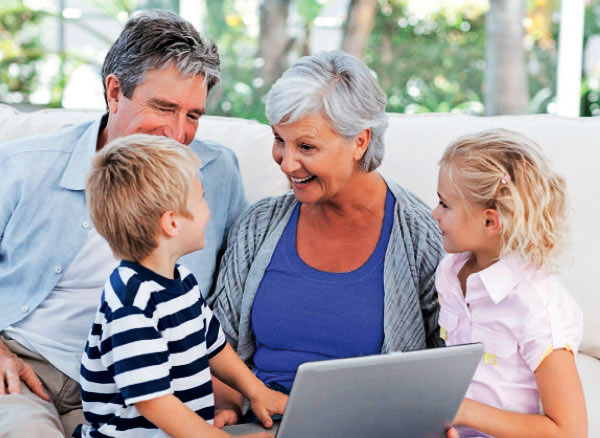 Для кожної дитини бабуся, яка бере участь у вихованні, стає абсолютно особливою людиною. Якщо у малюка є батьки (і, перш за все мама), то від бабусі ч