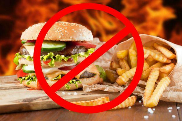 Вживання в їжу фаст-фуду негативно відбивається навіть на здоров'я дорослих людей, не кажучи вже про його вплив на незміцнілий організм дитини.