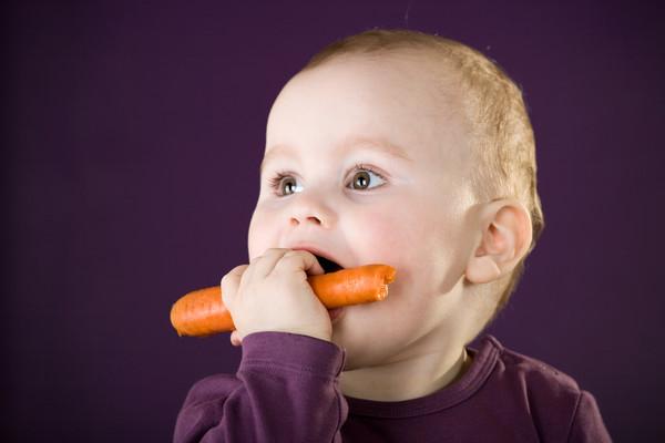 М'ясо, молочка, овочі... Чим готувати дитину?