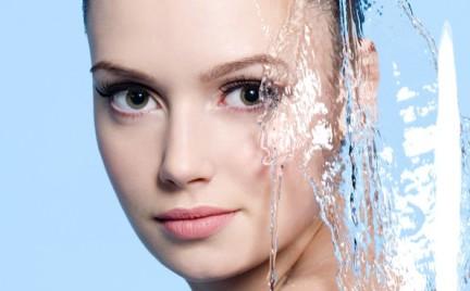 Як правильно доглядати за шкірою обличчя, щоби надовго залишатися молодою та красивою? Сьогодні ми поділимося з вами 10 золотими правилами догляду, як