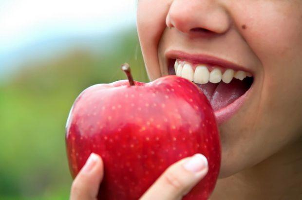 Медики зацікавили - язик може багато розповісти про здоров'я людини. При різних захворюваннях цей орган може змінювати свій колір, вологість, рухливіс