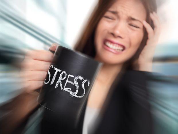 При стресі активізується центральна нервова система, яка дає сигнал до вироблення стресових гормонів. Незважаючи на назву, ці гормони - адреналін, нор