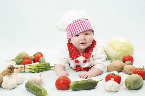 Овочеві пюрешки можна вводити в раціон дитини вже з 4-6 місяців після народження. Багато мам запитують, чи є якісь стандарти - які овочі дозволено пед
