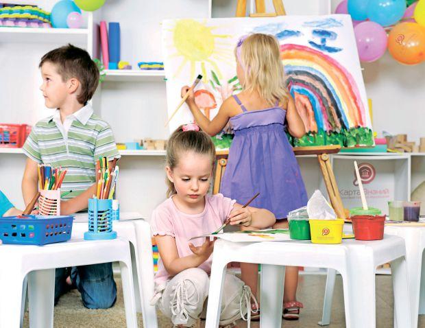 Більшість малюків вперше йде до дитячого садка на початку навчального року, тобто 1 вересня. Тому готувати дитину до дошкільного закладу необхідно з п