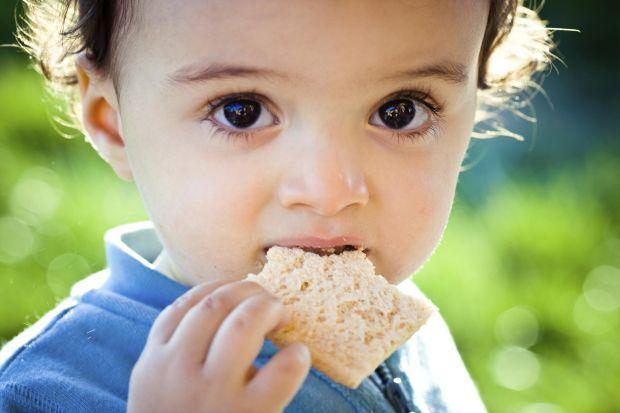 Навіть корисні для маленької дитини види хліба не завжди можна включати в дитячий раціон.