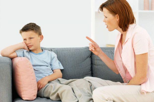 Дуже часто батьки не слідкують за своєю розмовою з дітьми і не бачать, як виглядають зі сторони. Доволі часто поведінка батьків засмучує дітей та впли