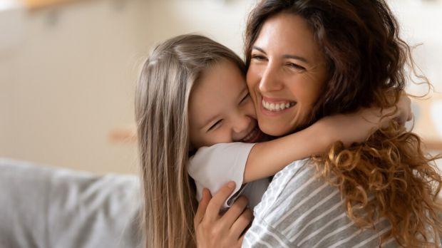 Дослідження головного мозку дітей встановили зв'язок між їх раннім досвідом спілкування та обсягом мигдалеподібного тіла (мигдалини), яке допомагає ко