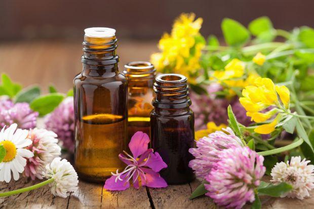 Знавці ароматерапії впевнені, що займатися нею потрібно або добре вивчивши всі тонкощі цієї науки, або під керівництвом досвідченого фахівця.