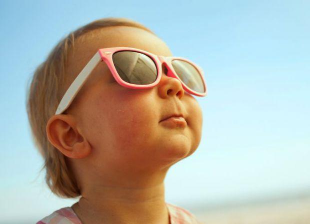 Окуляри потрібні для захисту і здоров'я очей, але чи можна їх носити дітям - читайте далі.