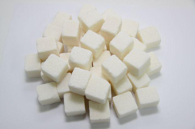 Чому не можна відмовлятись від цукру?Дієтологи внесли дієту без цукру в список небезпечних для здоров'я і нереалістичних планів харчування. Як вважают