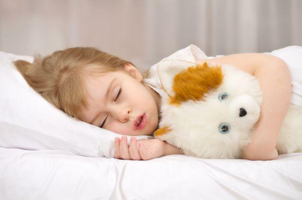 Багато дітей лякають маму і тата, коли уві сні починають скреготати зубами. Одразу виникають думки: глисти, нерви, стреси, болить горло... Що ще? У чо
