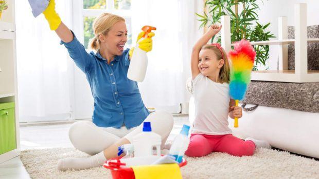 Кожен з батьків рано чи пізно стикається з такими проблемами, як вперте небажання дитини прибирати за собою іграшки, їсти овочі і вчасно лягати спати.