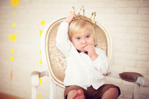 Щоб виховати свою дитину гідним членом суспільства, варто, в першу чергу, прищеплювати йому загальнолюдські цінності.