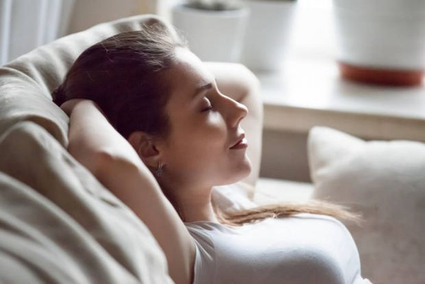 Стрес змушує наше тіло перебувати в напрузі і скутості. Як допомогти собі розслабитися, коли нерви на межі?