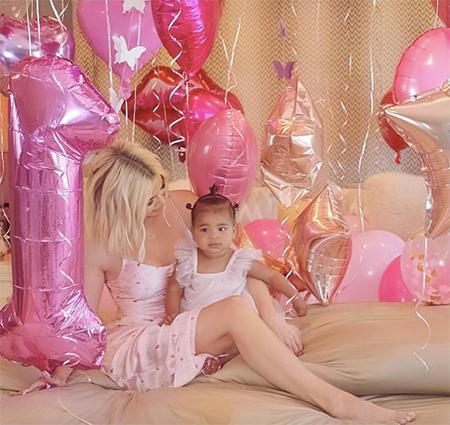 Як відсвяткувала першу річницю народження донька Хлої Кардашьян (Фото)