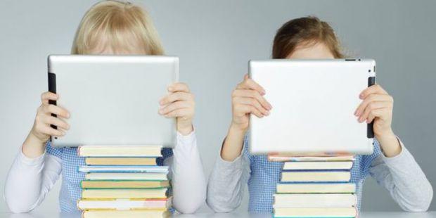 Науковці з Іспанії почали цікавитися, як гаджети впливають на зір дітей і дорослих. Результати у матеріалі.