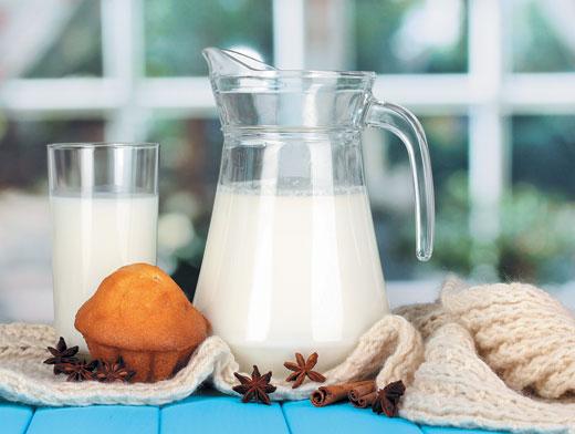 Зернові + Знежирене молокоВуглеводи, що містяться в зернових, допомагають заснути, а білок, яким багате молоко, сприяє міцному сну протягом усієї ночі
