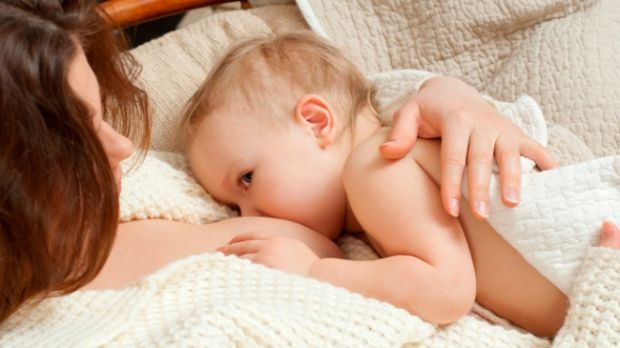 Лікарі кажуть, що нестача грудного молока в ранньому віці може призвести до розвитку хронічних запальних процесів і підвищення ризику передчасної смер
